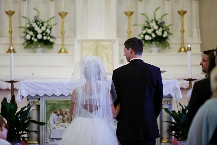 http://burghbrides.com/wp-content/uploads/2015/10/Pittsburgh_Wedding_Chelsea_Davis_Kristen_Wynn_Photography_0736-700x466.jpg