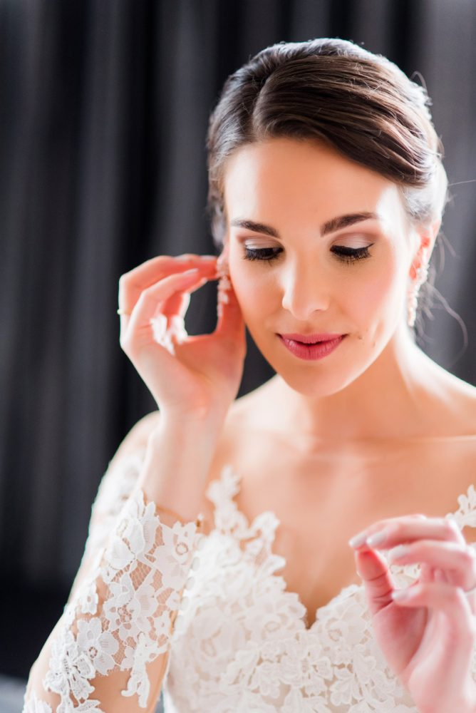 Bridal Makeup: Soft Romantic Wedding at the Renaissance from Leeann Marie, Wedding Photographers featured on Burgh Brides