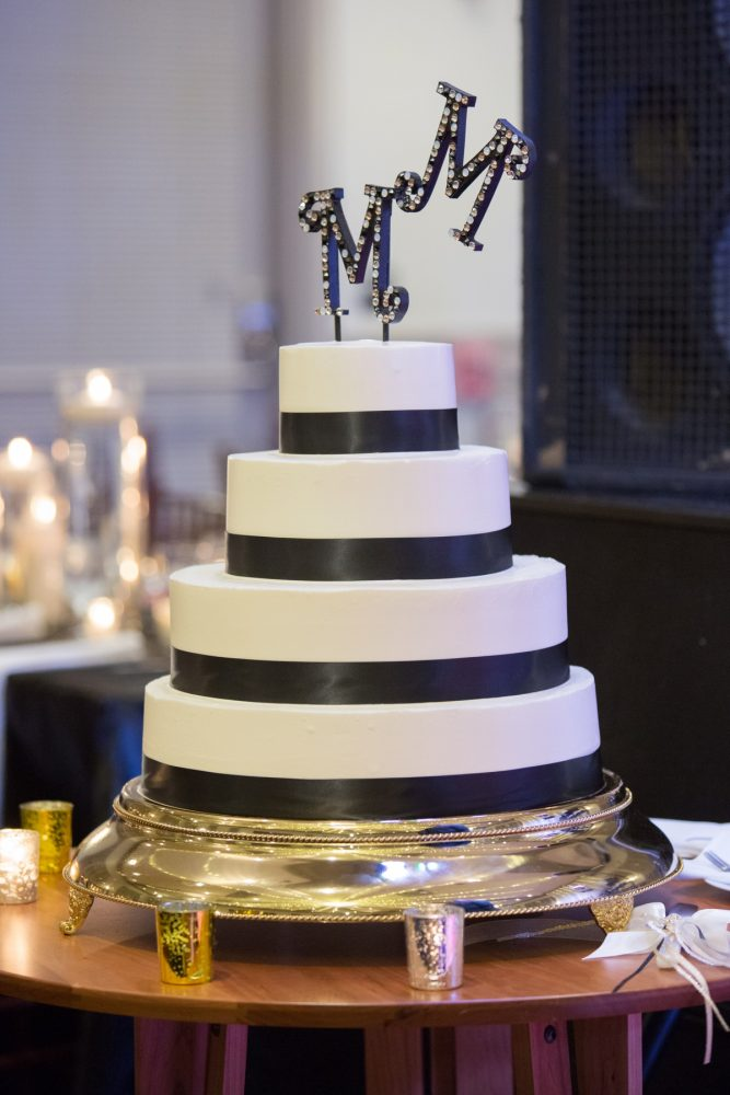 Black and White Wedding Cake: Elegant Black & White Wedding at Noah's Event Venue: Mallory & Mark