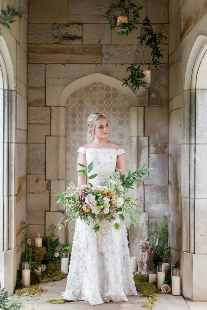 Historic mansion wedding portraits: English Garden Wedding Inspiration from Hello Productions and April Smith Photography featured on Burgh Brides
