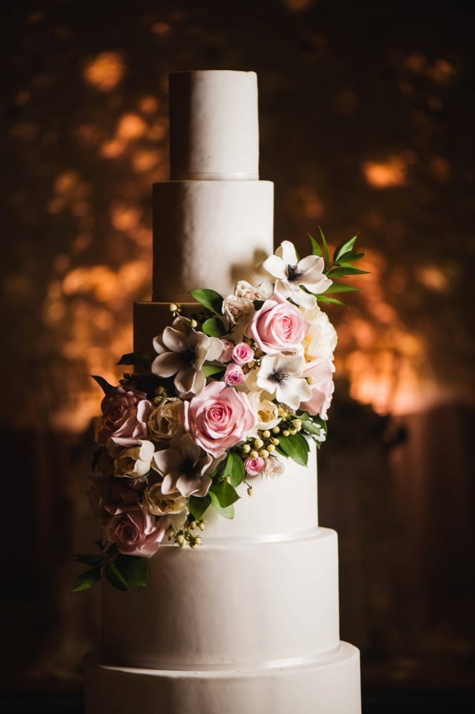 These Pittsburgh Wedding Cakes are Pretty SWEET! See more wedding cake inspiration at burghbrides.com!