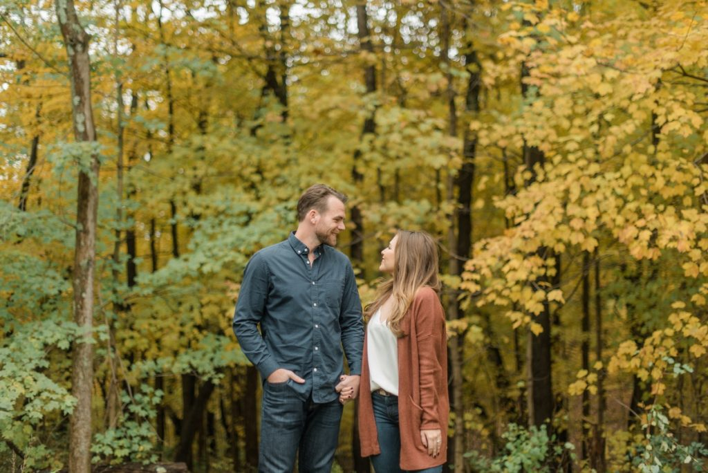 Crisp & Colorful Settler's Ridge Pittsburgh Engagement Session. For more engagement ideas, visit burghbrides.com!