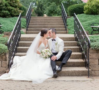 Dreamy Neutral Omni William Penn Hotel Wedding. For more wedding inspiration, visit burghbrides.com!