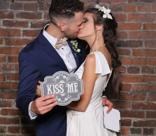 Pittsburgh Paparazzi - Pittsburgh Wedding Photo Booth & Burgh Brides Vendor Guide Member