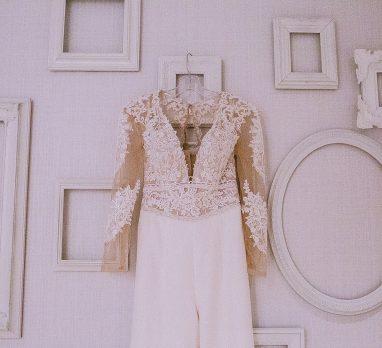 Industrial Winter Chic Wedding at Slate. For more winter wedding inspiration, visit burghbrides.com!